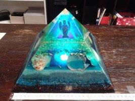 Orgoniet piramide Arc Light Lighthouse of Atlantis 27 cm x 27 cm grondoppervlakte